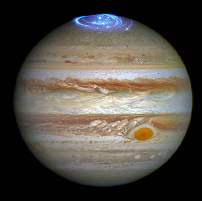 Полярное сияние на самой большой планете солнечной системы