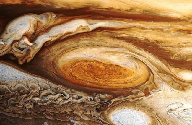 Ураган в атмосфере самой большой планеты солнечной системы Юпитере